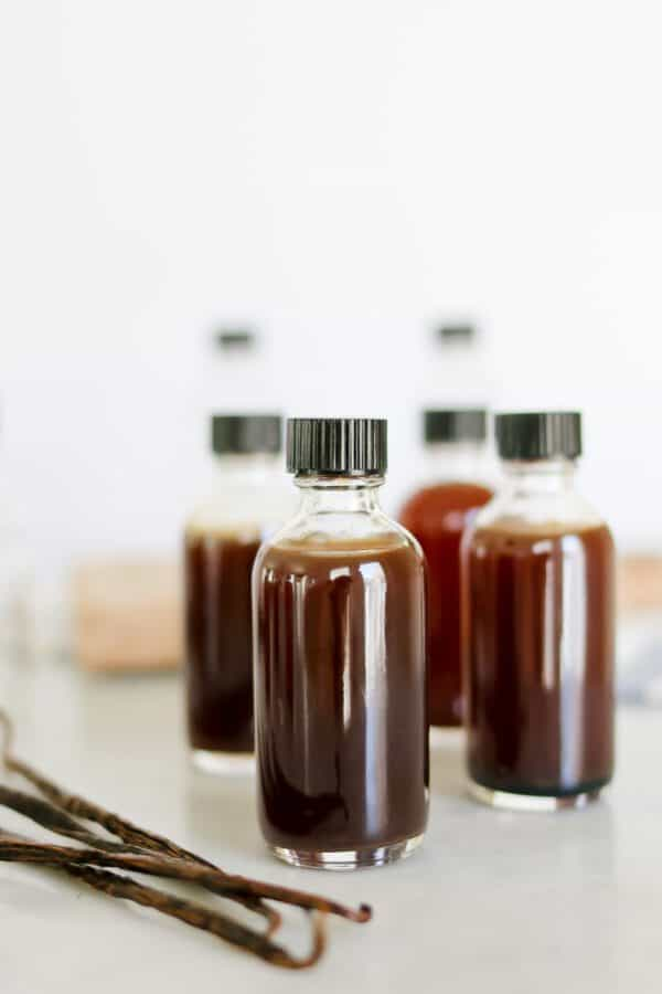 Pressure Cooker Vanilla Extract-Aromatic, Dark vanilla extract in minutes instead of weeks